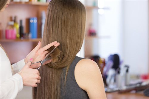 Uw kapper helpt 5 tips tegen haaruitval